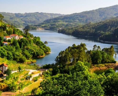Le Minho, un paysage naturel d'une grande beauté et d'une biodiversité énorme et une terre gorgée d'Histoire, d'une grande richesse culturelle.